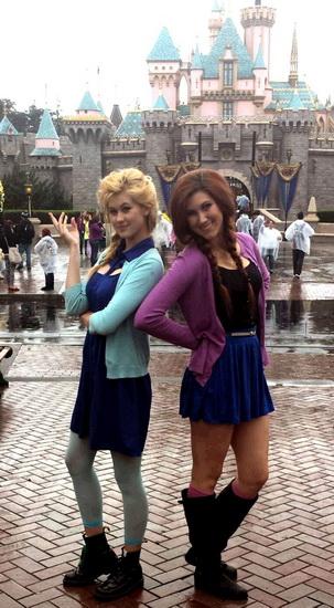 5. Halloween costumes Frozen - Anna, Elsa, Olaf