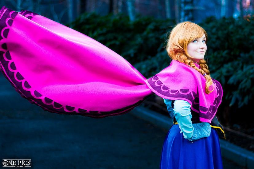 8. Halloween costumes Frozen - Anna, Elsa, Olaf