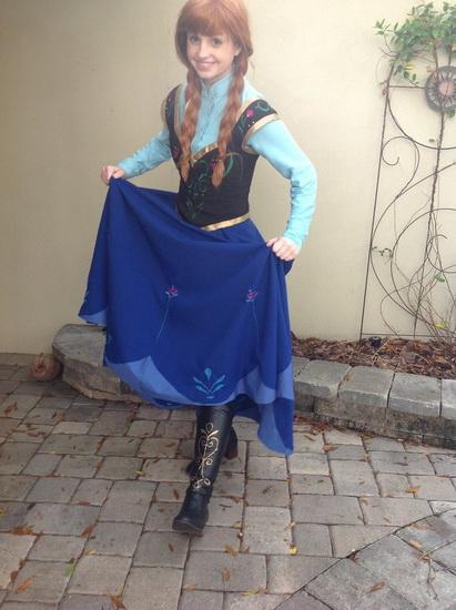 10. Halloween costumes Frozen - Anna, Elsa, Olaf