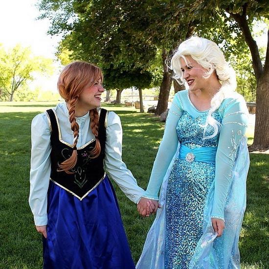 12. Halloween costumes Frozen - Anna, Elsa, Olaf