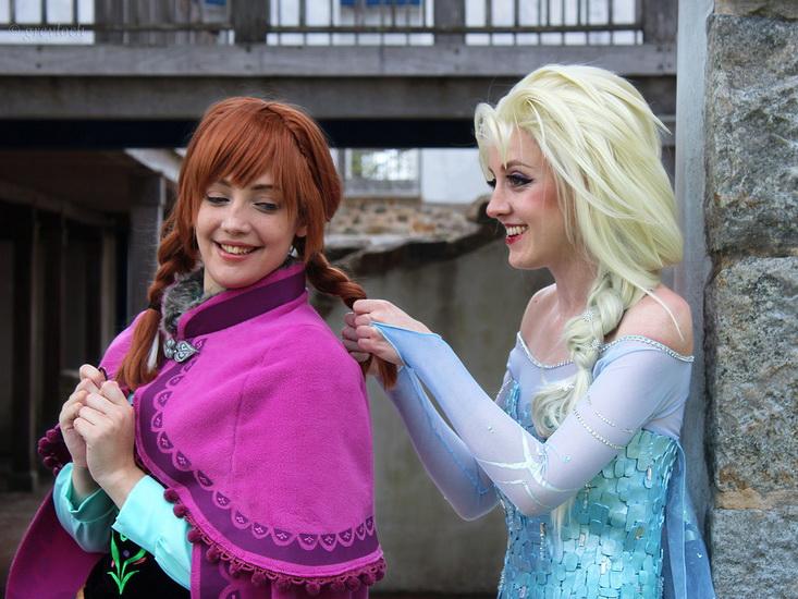 13. Halloween costumes Frozen - Anna, Elsa, Olaf