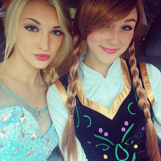 17. Halloween costumes Frozen - Anna, Elsa, Olaf