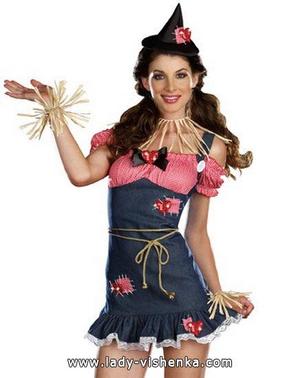 Cute scarecrow costume for adults