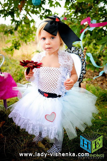 Kids Halloween - little Alice costume