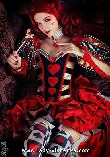 43. Queen of Hearts Costume