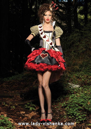 53. Queen of Hearts Costume