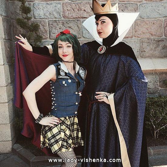 Mini a Snow white costume on Halloween