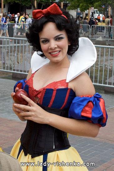 Beautiful Snow white Halloween costume