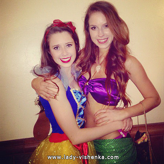 Snow white for Halloween with their hands