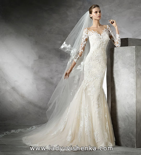 Wedding dress fish with lace sleeves - Pronovias