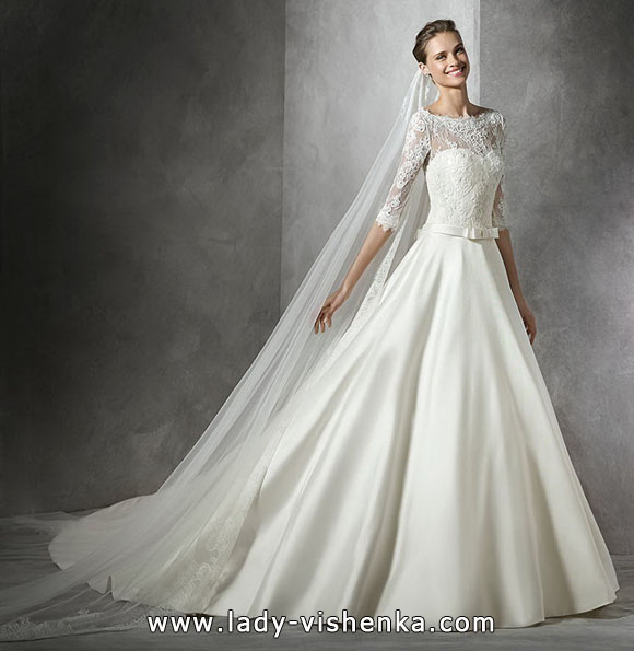 Princess Wedding dress with lace sleeves - Pronovias