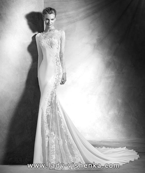 Unusual wedding dress with lace sleeve Pronovias